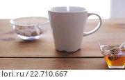 Купить «hot water pouring to cup with tea bag and honey», видеоролик № 22710667, снято 15 апреля 2016 г. (c) Syda Productions / Фотобанк Лори