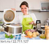 Купить «Woman cooking with multicooker», фото № 22711127, снято 22 апреля 2019 г. (c) Яков Филимонов / Фотобанк Лори