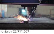 Купить «Резка металла лазером», видеоролик № 22711567, снято 19 апреля 2016 г. (c) Бубнов Дмитрий / Фотобанк Лори