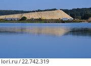 Купить «Добыча песка», фото № 22742319, снято 22 августа 2015 г. (c) Олеся Новицкая / Фотобанк Лори