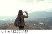 Купить «Девушка пьет воду на вершине горы», видеоролик № 22751119, снято 2 декабря 2015 г. (c) Сергей Богатырев / Фотобанк Лори