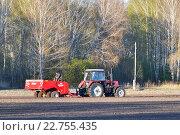 Купить «Посевная кампания на полях Тюменской области», фото № 22755435, снято 2 апреля 2020 г. (c) Землянникова Вероника / Фотобанк Лори