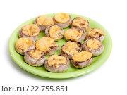 Купить «Тарелка запеченных шампиньонов с сыром», фото № 22755851, снято 3 мая 2016 г. (c) Юлия Кузнецова / Фотобанк Лори