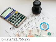 Купить «Оплата налогов. Письмо из федеральной налоговой службы, налоговая декларация, деньги и печать организации», эксклюзивное фото № 22756275, снято 30 апреля 2016 г. (c) Игорь Низов / Фотобанк Лори