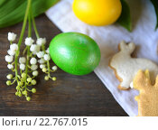 Купить «Натюрморт с пасхальными яйцами и печеньем», фото № 22767015, снято 30 апреля 2016 г. (c) Иван Черненко / Фотобанк Лори