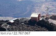 Купить «Верхняя станция канатной дороги - начало туристических троп по лаве. Вид с вершины вулкана Тейде. Тенерифе, Канары, Испания», видеоролик № 22767067, снято 16 февраля 2016 г. (c) Кекяляйнен Андрей / Фотобанк Лори