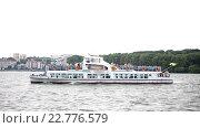 Купить «Старый пароход пересекает озеро», видеоролик № 22776579, снято 23 апреля 2016 г. (c) Vitalii Popov / Фотобанк Лори