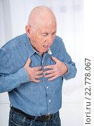 Senior man suffering from angor, respiratory problems, asthma. Стоковое фото, фотограф N. Aubrier / age Fotostock / Фотобанк Лори