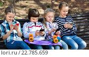 Купить «Group of children posing with mobile devices», фото № 22785659, снято 25 апреля 2018 г. (c) Яков Филимонов / Фотобанк Лори