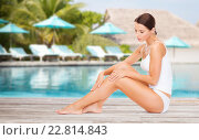 beautiful young woman over beach swimming pool. Стоковое фото, фотограф Syda Productions / Фотобанк Лори