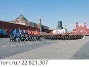 Купить «Российские военнослужащие на Красной площади во время парада, посвященного 71-годовщине Победы в Великой Отечественной войне», фото № 22821307, снято 9 мая 2016 г. (c) Алексей Бок / Фотобанк Лори