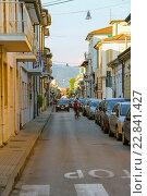 Купить «Припаркованные автомобили на улице в Виареджо, Италия», фото № 22841427, снято 28 июня 2015 г. (c) Николай Кокарев / Фотобанк Лори