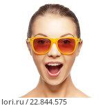 Купить «happy amazed teenage girl in sunglasses», фото № 22844575, снято 24 марта 2019 г. (c) Syda Productions / Фотобанк Лори