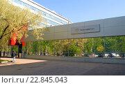 """Купить «Корпус бизнес-центра """"Диапазон"""", в котором располагается штаб-квартира коммерческого банка """"Тинькофф Банк"""" (Москва, 1-й Волоколамский проезд, дом 10)», эксклюзивное фото № 22845043, снято 13 мая 2016 г. (c) Александр Замараев / Фотобанк Лори"""