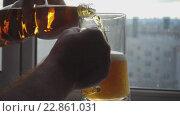 Купить «Pouring beer into mug», видеоролик № 22861031, снято 14 мая 2016 г. (c) Игорь Жоров / Фотобанк Лори