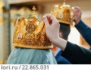Купить «Свадебные короны для венчания на голове у молодожёнов», эксклюзивное фото № 22865031, снято 8 мая 2016 г. (c) Игорь Низов / Фотобанк Лори