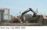 Купить «Экскаватор загружает глину в грузовик с помощью», видеоролик № 22865183, снято 10 апреля 2016 г. (c) worker / Фотобанк Лори