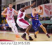 """Купить «Баскетбол. БК """"Нептунас"""", Edgaras Ulanovas (31) с мячом», фото № 22915535, снято 9 ноября 2013 г. (c) Pavel Shchegolev / Фотобанк Лори"""