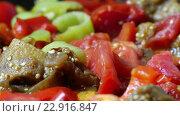 Купить «Mix of vegetables cooked in pan», видеоролик № 22916847, снято 19 марта 2016 г. (c) Данил Руденко / Фотобанк Лори