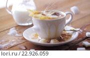 Купить «coffee and sugar falling to cup on table», видеоролик № 22926059, снято 15 апреля 2016 г. (c) Syda Productions / Фотобанк Лори