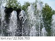 Купить «Причудливые фигуры, образующиеся из воды бьющих вверх струй фонтана», фото № 22926703, снято 30 апреля 2016 г. (c) Елена Александрова / Фотобанк Лори
