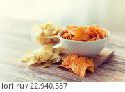 Купить «close up of potato crisps and nachos in glass bowl», фото № 22940587, снято 22 мая 2015 г. (c) Syda Productions / Фотобанк Лори