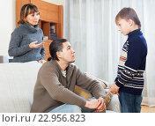 Купить «Parents berating their teenage son», фото № 22956823, снято 19 марта 2019 г. (c) Яков Филимонов / Фотобанк Лори