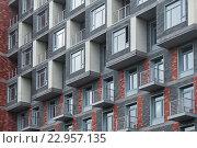 Купить «Окна апарт-комплекса Re:form на улице Хромова, 3», фото № 22957135, снято 20 мая 2016 г. (c) Сайганов Александр / Фотобанк Лори