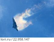 Купить «Самолет Т-50 (бортовой 054 синий) выполняет пилотаж на МАКС-2015», эксклюзивное фото № 22958147, снято 29 августа 2015 г. (c) Alexei Tavix / Фотобанк Лори