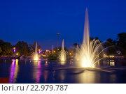 Купить «Липецк. Вечерний вид на фонтан», эксклюзивное фото № 22979787, снято 9 мая 2016 г. (c) Литвяк Игорь / Фотобанк Лори