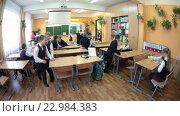 Перемена в школе, первоклассники отдыхают в классе (2016 год). Редакционное видео, видеограф Кекяляйнен Андрей / Фотобанк Лори