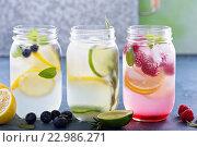 Купить «Стеклянные банки с лимонадом», фото № 22986271, снято 18 мая 2016 г. (c) Елена Веселова / Фотобанк Лори