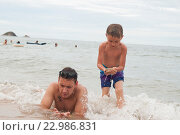 Купить «Семья на море в Таиланде», фото № 22986831, снято 23 мая 2016 г. (c) Tamara Sushko / Фотобанк Лори