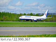 Самолет Boeing 737-800 компании Orenair Airlines  приземляется в Пулково. Санкт-Петербург (2016 год). Редакционное фото, фотограф Зезелина Марина / Фотобанк Лори