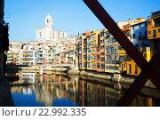 Купить «picturesque houses and church in Girona. Catalonia, Spain», фото № 22992335, снято 15 октября 2018 г. (c) Яков Филимонов / Фотобанк Лори