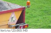 Купить «Body lorry with gravel and flashing lights», видеоролик № 23003143, снято 16 апреля 2016 г. (c) BestPhotoStudio / Фотобанк Лори
