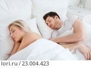 Купить «happy couple sleeping in bed at home», фото № 23004423, снято 25 февраля 2016 г. (c) Syda Productions / Фотобанк Лори