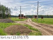 Купить «Первые дома построены в новом дачном поселке», эксклюзивное фото № 23010175, снято 27 мая 2016 г. (c) Юрий Шурчков / Фотобанк Лори