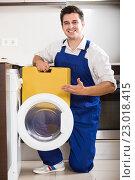 Купить «serviceman posing near washing machine», фото № 23018415, снято 28 мая 2018 г. (c) Яков Филимонов / Фотобанк Лори