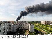 Купить «Черный дом от пожара в Зеленограде.», фото № 23020255, снято 31 мая 2016 г. (c) Володина Ольга / Фотобанк Лори