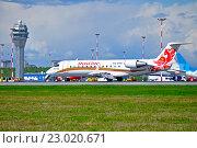 Купить «Самолет Bombardier Canadair Regional Jet (CRJ) CRJ-100ER авиакомпании Rusline Airline на взлетно-посадочной полосе в Пулкове», фото № 23020671, снято 11 мая 2016 г. (c) Зезелина Марина / Фотобанк Лори