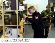 Купить «В библиотеке кадетского корпуса полиции», фото № 23024327, снято 24 октября 2013 г. (c) Free Wind / Фотобанк Лори