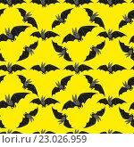 Бесшовный желтый фон с летучими мышами. Стоковая иллюстрация, иллюстратор Евгения Миллер / Фотобанк Лори