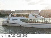 Купить «Яхта-ресторан флотилии Radisson на Москве-реке», фото № 23028203, снято 1 июня 2016 г. (c) Александр Лычагин / Фотобанк Лори