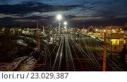 Купить «Поезда прибывают и отправляются от железнодорожной станции на закате, timelapse», видеоролик № 23029387, снято 24 мая 2016 г. (c) Елена Абдураманова / Фотобанк Лори