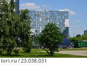 Купить «Строящийся торгово-офисный комплекс «Селектика». Варшавское шоссе, 148. Район Чертаново Южное. Москва», эксклюзивное фото № 23038031, снято 1 июня 2016 г. (c) lana1501 / Фотобанк Лори