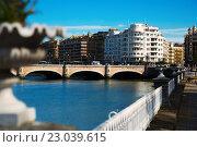 Купить «anta Catalina bridge over Urumea river in Sant Sebastian», фото № 23039615, снято 21 апреля 2016 г. (c) Яков Филимонов / Фотобанк Лори