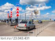 Купить «Самара. Пропускной пункт на территорию терминала международного аэропорта Курумоч», фото № 23043431, снято 22 мая 2016 г. (c) FotograFF / Фотобанк Лори
