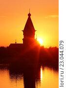 Купить «Летний закат у Успенской церкви в Кондопоге (Республика Карелия)», эксклюзивное фото № 23044079, снято 20 июня 2015 г. (c) Самохвалов Артем / Фотобанк Лори
