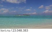 Купить «blue sea lagoon on maldives beach», видеоролик № 23048383, снято 12 февраля 2016 г. (c) Syda Productions / Фотобанк Лори